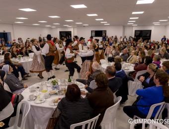 Comunidade italiana reunida para missa e café colonial