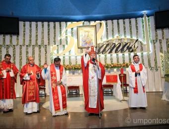 Procissão luminosa e missa com Dom Amilton encerram as festividades do novenário