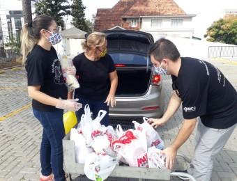 Drive-thru solidário arrecada 3 toneladas de donativos