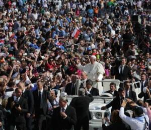 Número de católicos no mundo volta a crescer, aponta anuário pontifício